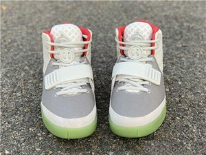 ssYEzZYYEzZYs v2 350boost High Quality Kanye West 2 II NRG Black Grey Red October Basketball Shoes For Men Glow In The Dark
