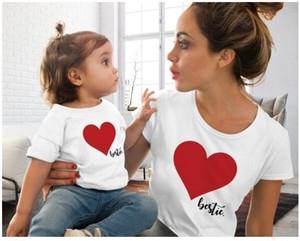 Coincidencia de la familia de la manga Ropa hija de la madre corta T Shirts Corazón Tops impresa de las mujeres de la niña de ropa para niños camisetas Mismo vestido