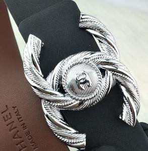 Gli accessori classici dei jeans di affari casuali del bottone dell'oro e dell'argento di lusso di marca delle donne di lusso di qualità
