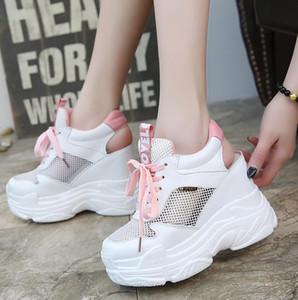 2019 Plataforma de zapatos de malla de cuña para mujer Zapatos vulcanizados Oculto Altura del tacón Aumento Zapatos casuales Mujer Verano Zapatillas de deporte respirables