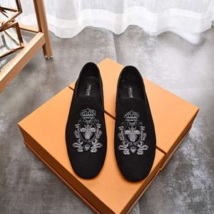 New fashion men's dress shoes retro men's flat bottomed wedding party leather shoes fashion Causal shore