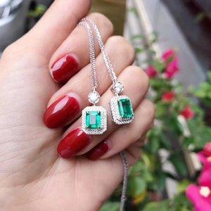 AEAW Schmuck 18K weißes Gold 0.9ct natürliche Smaragdhalsketten-Cushion Cut Grüne Edelstein-Halsketten-Frauen-Schmucksachen