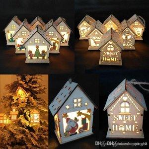 Bonita tienda de 18 cm por 18 cm LLEVÓ la Navidad Chalet Ligero Casa De Madera Brillante Árbol de Navidad Adornos Colgantes Home Party Decor DIY Craft