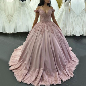 De longues robes de luxe de Quinceanera 2019 Puffy Ball robe Sweetheart Cap manches douces 16 seize perles robe de soirée rose