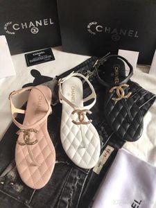 Os mais recentes Luxo Mulheres Popular Leather Sandal Striking Gladiator Estilo Designer Leather Outsole Perfeito Plano lona Plain Sandal