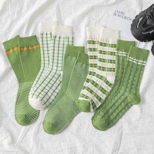 Neue Sommer-grüne Frauen Casual Socken INS Cotton Avocado japanischen Matcha Plaid Stripes Wellenförmige Harajuku Socke für Mädchen
