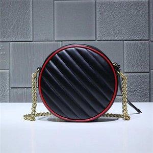 2019. Saco redondo pequeno estilo retro preto, usando design redondo lúdico e adorável. Rimming cereja vermelha brilhante para criar efeitos visuais surpreendentes.