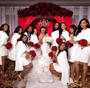 2020 Blanc Short Mini sirène robes de demoiselle d'Afrique avec Wrap Cape satin Summer Beach Bohemian Country pour Femme de ménage de mariage d'honneur robe