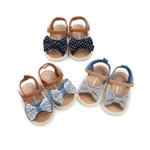 3 colores niñas sandalias suaves abajo antideslizante bebé sandalia niños niña encaje dril de algodón patchwork arco bebé primeros caminantes zapatos Z01