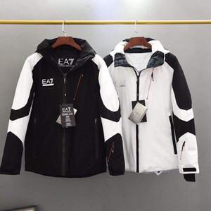 Italien heißen Verkauf der Männer Marke Daunenjacke Luxus Outdoor winddicht Anzug Winter kurzen dicke Daunenjacke Männer Jugend Farbe passende Jacke mit Kapuze Ski