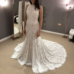 Fit and Flare Lace Wedding Dress 2020 Halter Neck Chapel Train robe de mariage Ivory Bridal Gowns Scalloped Train Custom Made Keyhole Back