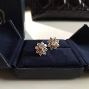 Pendientes de joyería de diseñador de bodas de lujo Pendientes de flor de diamante de alta calidad chapados en oro de plata 925 para mujer