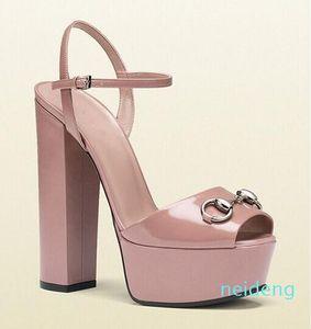 Hot Sale-Absatz-Plattform-Sandelholz-Entwerfer-Frauen-Sommer-Runway Heels Peep Toe Models Fottwear Schuhe Luxus Designe