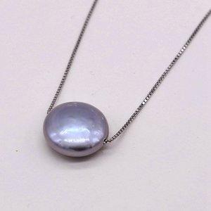 Coin collana di perle. Grigio argento perla barocca. 13-14mm. Ciondolo in argento. collana delle donne