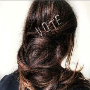 Coiffure Cristal Anglais Brillant Coupes à cheveux Diamond Brillant Lettres Lettre Strass Strass Clips Tool Femmes 26 Accessoires de coiffage VPULI