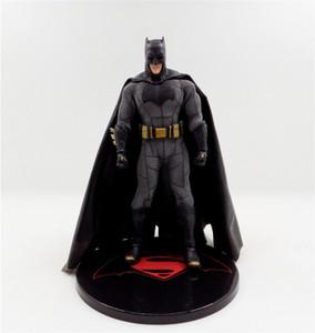 ساخنة جديدة بيع Mezco احد: هدية الفجر العدل باتمان المنقولة 15CM PVC للأطفال الشحن المجاني: 12 جامعة العدل باتمان ضد سوبرمان
