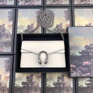 1 Umhängetasche im angesagten Damen-Stil. Verdeckte Schnappverschlussöffnung. Abnehmbarer Schultergurt für eine Handtasche oder Brieftasche.