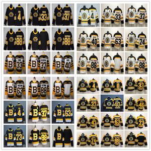 보스턴 브루 인스 하키 4 바비 오어 (88) 데이빗 파스트 르낙 (33) 즈 데노 차라 37 파트리스 Bergeron의 40 투우 카 레스크 브래드 마찬 드 찰리 맥아 보이 주심 유니폼