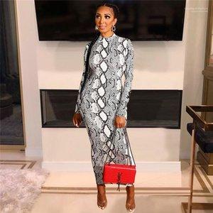 ملابس نسائية مصممة أزياء (بوديكون) ذات جلد الثعبان