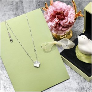 Lucky Four Leaf Clover Fortune Shamrock Pendants Necklaces Waves Women Jewelry Lover's Christmas Gift Luxury Designer Jewelry Women Earrings