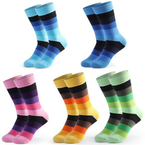 5 Paar-neue Männer beiläufige gekämmte Baumwolle bunten Regenbogen Happy Socks Personality Lustige Hochzeitsgeschenke kreative Kleid-Socken