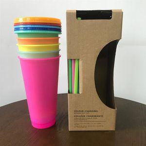 Schneller Versand 24 Unzen / 700ml Farbe ändert Cup Farbwechsel Becher kalte Getränke magische Becher Kaffeetassen wiederverwendbare Plastikbecher mit Deckel Stroh