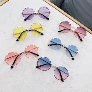 زهرة أزياء الأطفال النظارات الشمسية مصمم أزياء الأطفال النظارات الشمسية النظارات الشمسية الفتيات الراتنج العدسات الفتيات نظارات كوريا الاطفال الاكسسوارات A6281