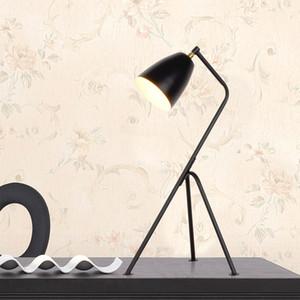 Lampada da tavolo nordica luce bianca moderna minimalista studio del trigemino soggiorno camera da letto lettura lampada da tavolo in ferro battuto - L57