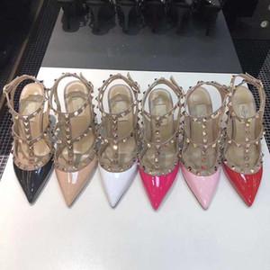 El diseñador de moda las mujeres de tacón alto inferiores remaches de cuero sandalias de dedo del pie acentuado 2-Correa con clavos de zapatos de tacón alto de Patentes 2020 Hot New Sexy zapato