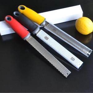 Citrus Lemon Zester Ralador de Queijo Parmesão limão Legumes Razor-sharp lâmina de aço inoxidável Capa protetora Kitchen Tools YP573