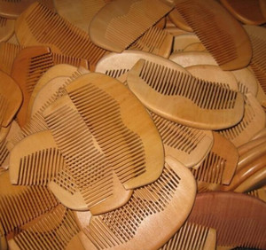 1 unids melocotón natural de madera peine barba peine de bolsillo peine 11.5 * 5.5 * 1 cm envío gratis
