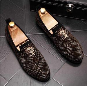Классического Бизнес Алмазного Rhinestone Мужчины Мокасины марк Заклепка обувь скольжение на Остроконечной Toe партии Тапочки Свадебной обуви