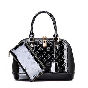 Yeni Tasarımcı klasik tarzda çanta kabuk çanta omuz çantası İlkbahar ve yaz parlak rugan kabartmalı çanta moda Messenger