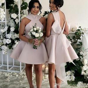 2019 Halter satin courte ligne de demoiselle d'honneur froncé Backless Ruffles Bow Sash robe de mariée d'honneur invité Femme de ménage Robes BM0695