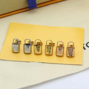 Moda Özlü Stil Lady Titanyum çelik V Harf Kilitler 18k altın kaplama Stud Küpe 3 Renk
