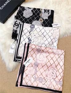 Neueste Super Design Qualität Frauen Doppel-Satin-Schal vier Jahreszeiten lang Chiffon- Schal Frau weiche Camellia Entwurf Schal Add Papiertüte
