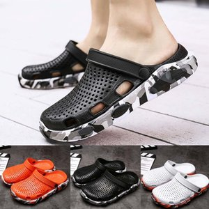 Men's Summer Hole Shoes Sandals Breathable Casual Outdoor Non-Slip Beach Slipper fashion light trend light walking shoes crocse Y200520