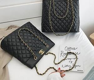 NEW مزاج جوكر الكلاسيكية الشعبية عالية القدرات حقيبة يد الموضة الجديدة الملمس البرية حقيبة Lingge سلسلة الكتف رسول حقيبة D18