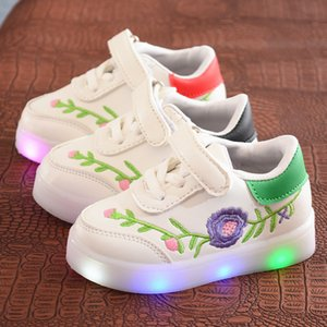 Newborn Toddler Shoes Sneakers Spring Autumn Baby Fashion Sport Running Shoes LED Light Cute Soft Sole Comfortable Kids Leisure Shoes
