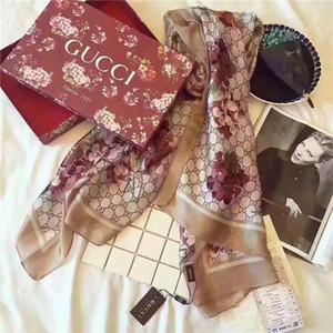 Les nouveaux foulards de soie de la marque conçu par les créateurs de printemps royales de haute qualité pour les femmes en 2020 sont le style chaud à la mode des femmes