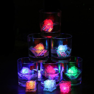 Flash Ice Cube Water-Actived Led Flash mettere in Water Drink Flash automaticamente per la festa nuziale bar notturni Luci di Natale