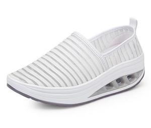 Di vendita calda Nuovo nuova traforato 2018 estate a dondolo calza i pattini delle donne respirabili 35-42 femminile incremento viaggio scarpe piattaforma spessa casuale