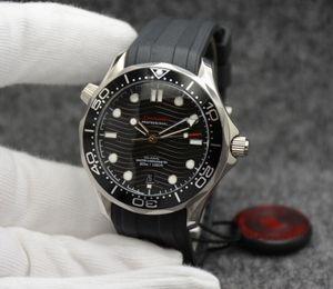 Nuovi orologi automatici da uomo 42MM con quadrante nero con cinturino girevole in gomma nera e lunetta trasparente