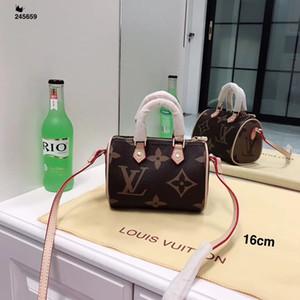 Fashion Simple Small Square Bag Borsa da donna di design 2019 di alta qualità in pelle PU catena borse a tracolla cellulare Messenger Borse Portafoglio