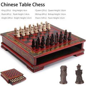 32 pçs / set De Madeira Mesa Chinês Jogos de Xadrez Resina Chessman Presentes Prémio de Natal de Aniversário de Entretenimento Jogo de Tabuleiro Q190604