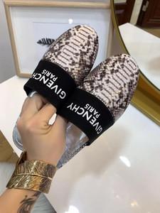 TT scarpe designerluxury sandali della spiaggia Donna Tacchi alti sandalo nudo Moda cinturini alla caviglia Rivet Scarpe Sexy Tacchi Alti scarpe da sposa 20021602T
