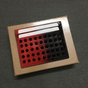 Carte de mode en cuir de vache Porte frappé en cuir marée de rivets couleur couleur large bandoulière Adéquation détenteurs de cartes de crédit de qualité élevée sauvage