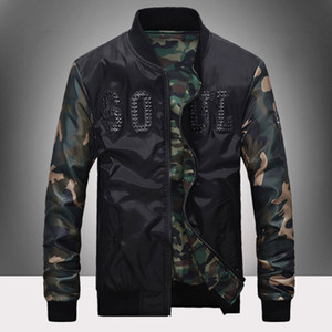 Mens Jackets Autunno Inverno Camouflage cucitura del rivestimento tridimensionale di stampa della lettera per gli uomini Outwear vestiti si slaccia più la M-3XL