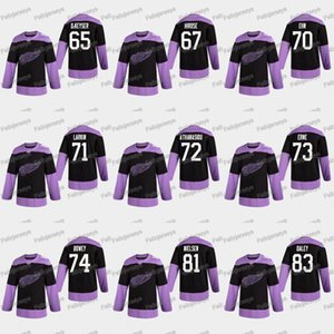 71 Dylan Larkin 2020 Combattimenti Hockey Cancro Detroit Red Wings 73 Adam Erne Andreas Athanasiou 83 Trevor Daley 81 Frans Nielsen Jersey