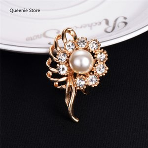 Fashion Simulated-pearl Brooch Pins Silver Color Crystal Flower Rhinestones Brooches for Women Wedding Bridal Lapel Jewelry 12pcs lor